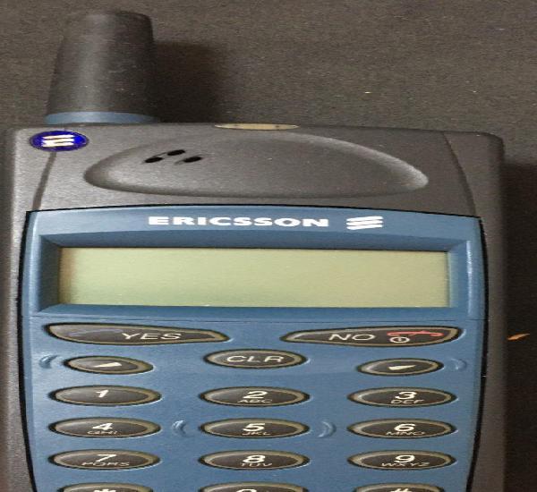 Antiguo teléfono móvil ericsson a1018s