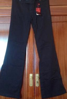 Pantalón negro campana