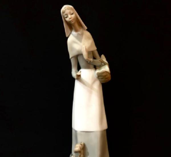 Pastora con perro y cesta lladró julio fernández 27 cm