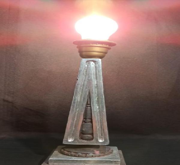 Pie de lámpara estilo clásico. plata y burdeos. c17