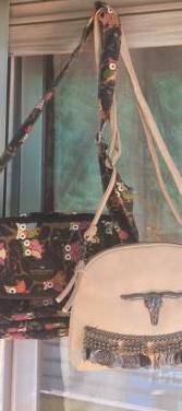 Dos bolsos nuevos, medidas 30x22,