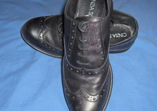 Zapatos piel detalles clásicos negros