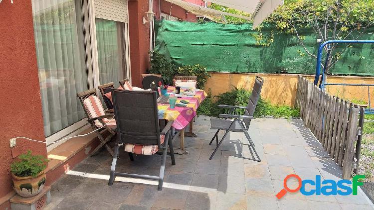 Amplia casa adosada en el centro de Santa Cristina con terrazas, jardín y garaje. 1