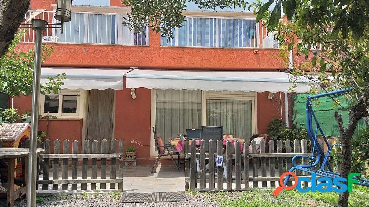 Amplia casa adosada en el centro de Santa Cristina con terrazas, jardín y garaje. 3