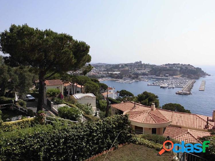 Casa adosada con bonitas vistas al mar y a la playa de Sant Feliu. 1