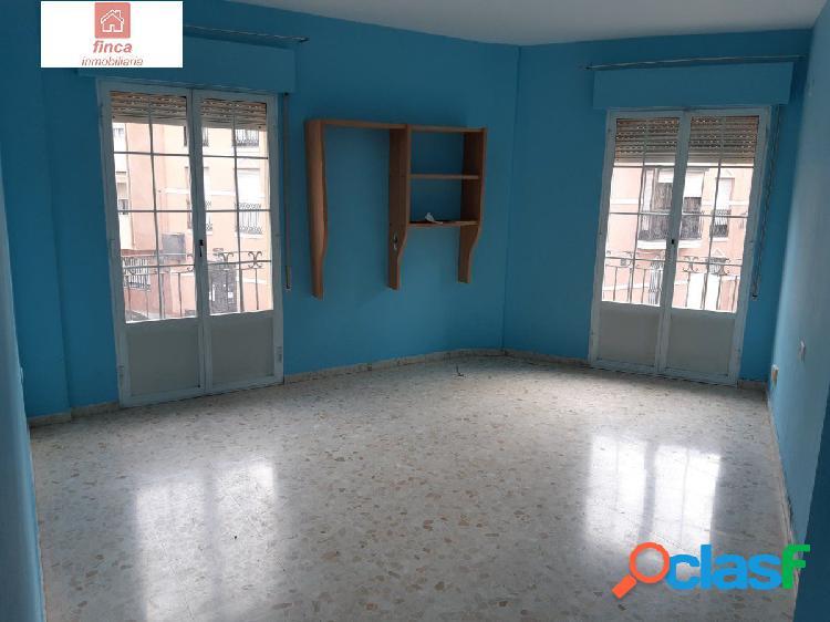 Venta o alquiler magnifico piso en montijo en el centro, luminoso y con dos amplios trasteros