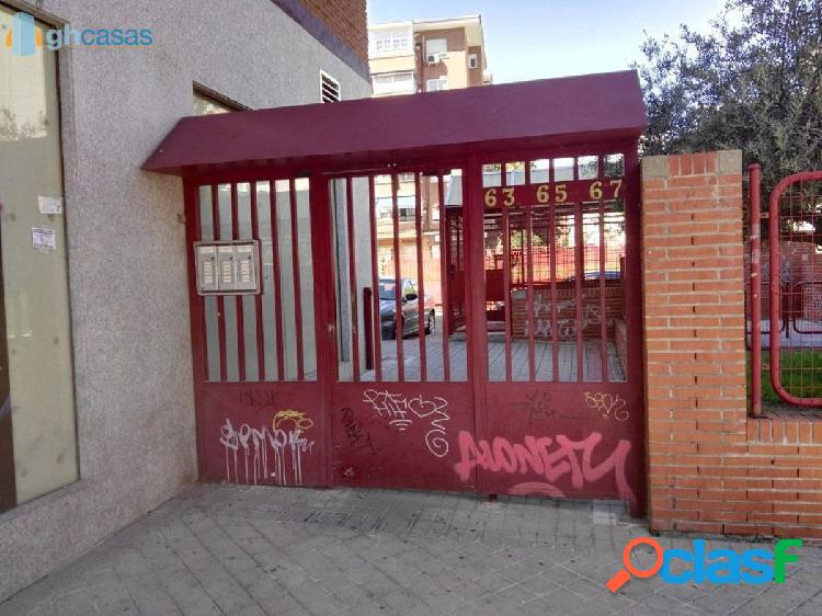 Plaza de garaje en venta en aluche, madrid