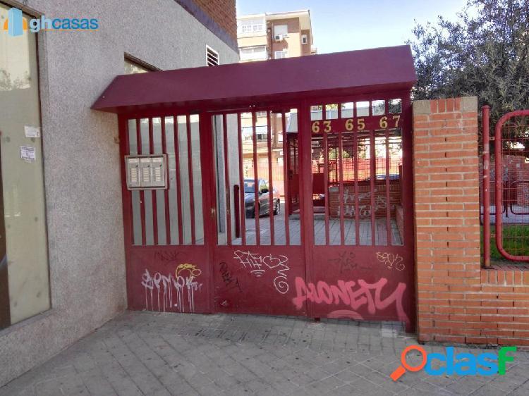 Plaza de garaje en venta en Aluche, Madrid 2