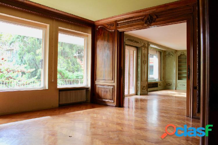 Exclusivo piso de grandes dimensiones a reformar con vistas al turó parc