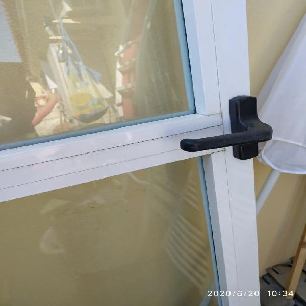 Puerta balconera abatible de doble hoja