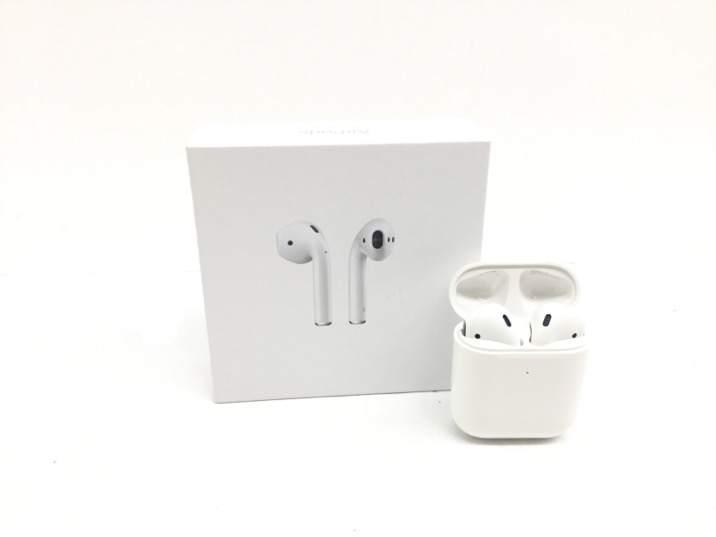 In ear apple ear pods