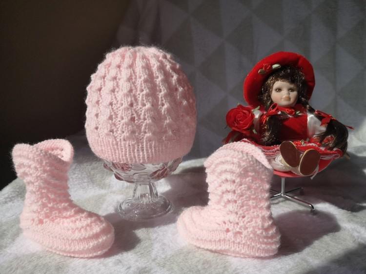 Conjuntos para bebés: gorrito y botitas