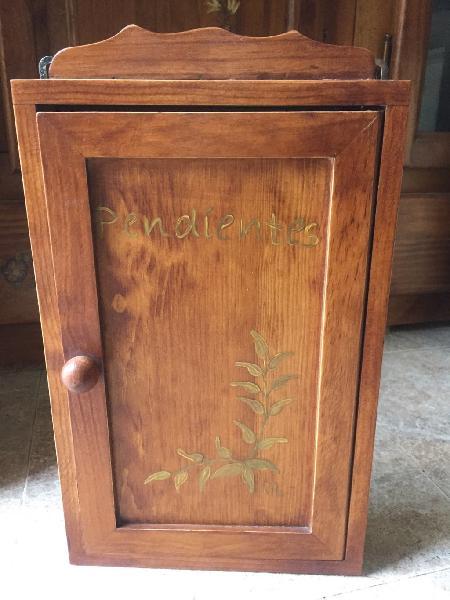 Caja madera para pendientes decorada a mano