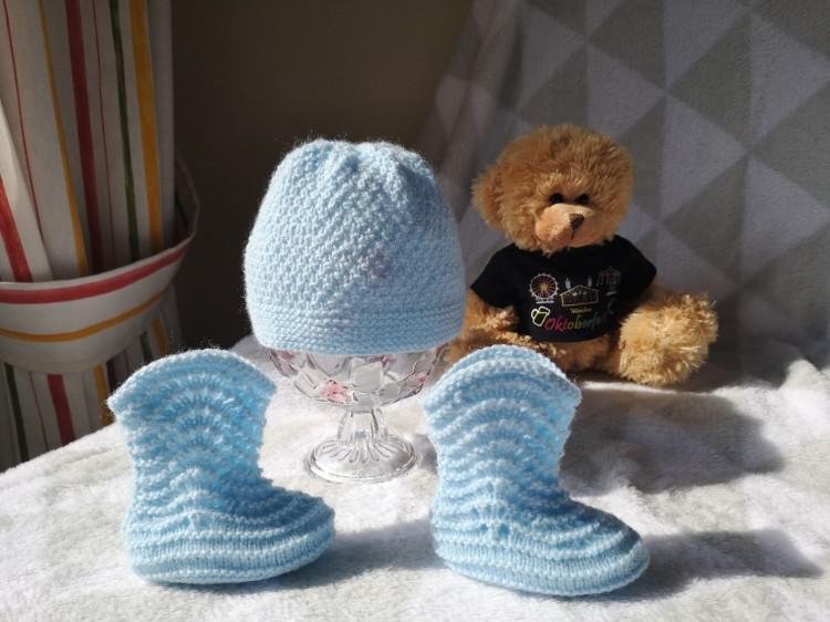 Gorrito y botitas para recién nacido