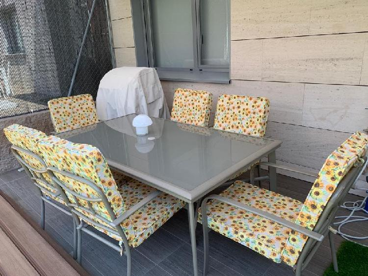 Mesa y 6 sillas/sillones