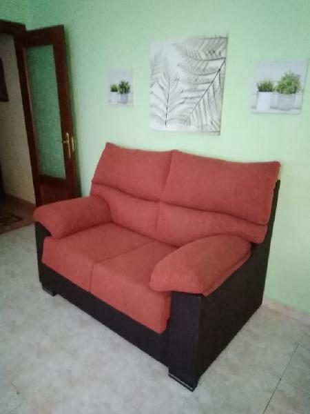 Sofa dos plazas.