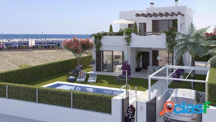 Chalet con vistas al mar y parcela en residencial en primera línea de playa 1