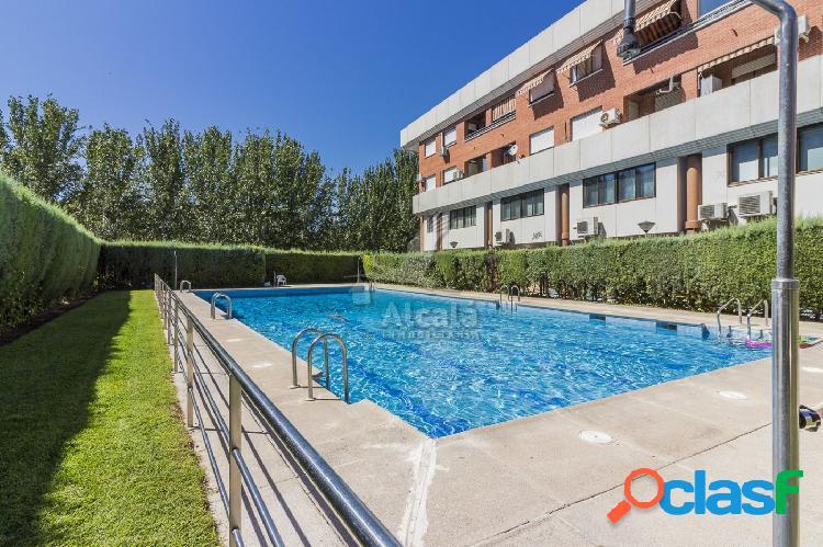 ¡espectacular duplex con patio y piscina en cuna de cervantes!