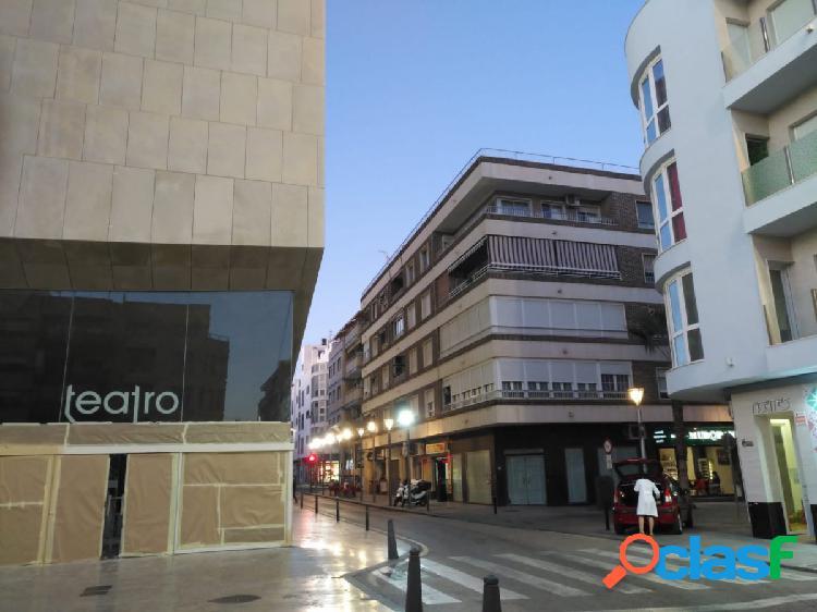 Plaza teatro: 4 hab, 2 baños, 125 m2 construidos