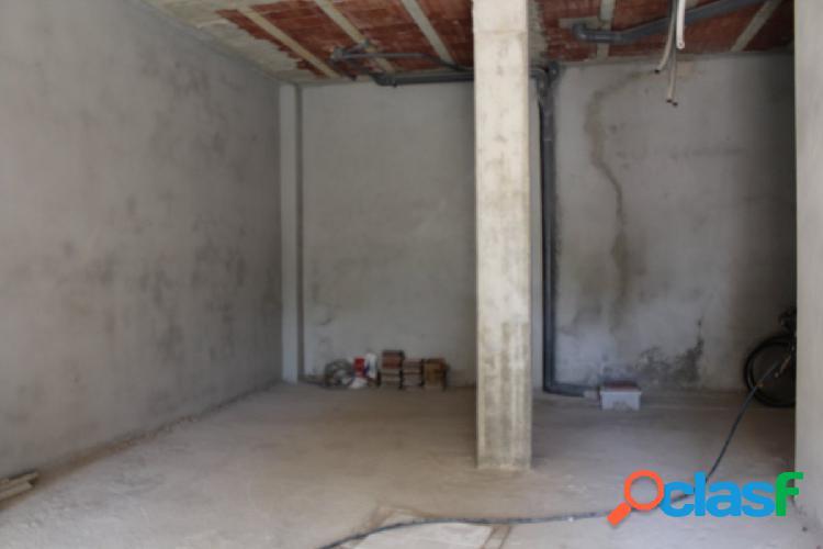 Local de 100 m2 en alquiler próximo a avenida juan carlos.