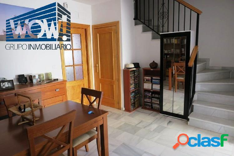 Casa adosada: la vivienda se compone de tres planta.