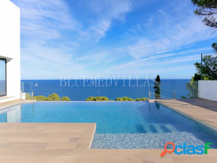 Villa de lujo estilo ibicenca con vistas al mar en venta en dénia