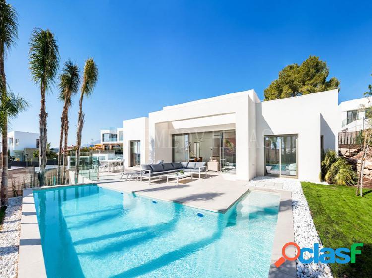 Villa con vistas al mar y garaje en venta en sierra cortina, benidorm