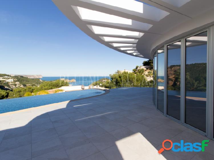 Villa de nueva construcción con spa y vistas al mar en venta en jávea