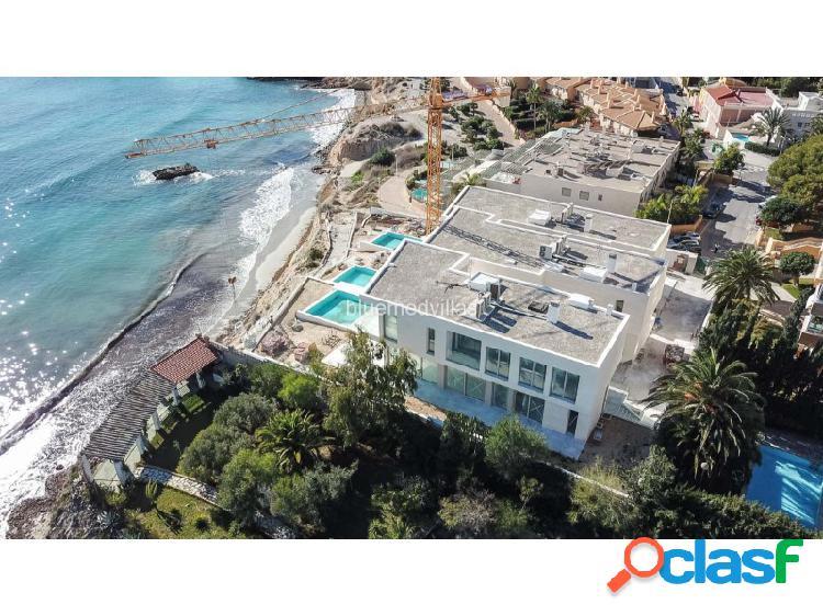Villa de nueva construcción frontal al mar en venta en el campello-alicante