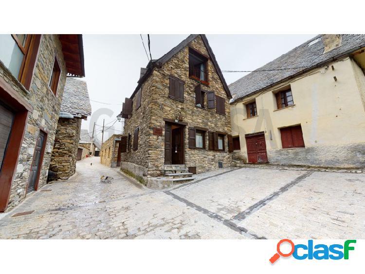 Casa reformada con encanto, situada en el pueblo de baguerge.