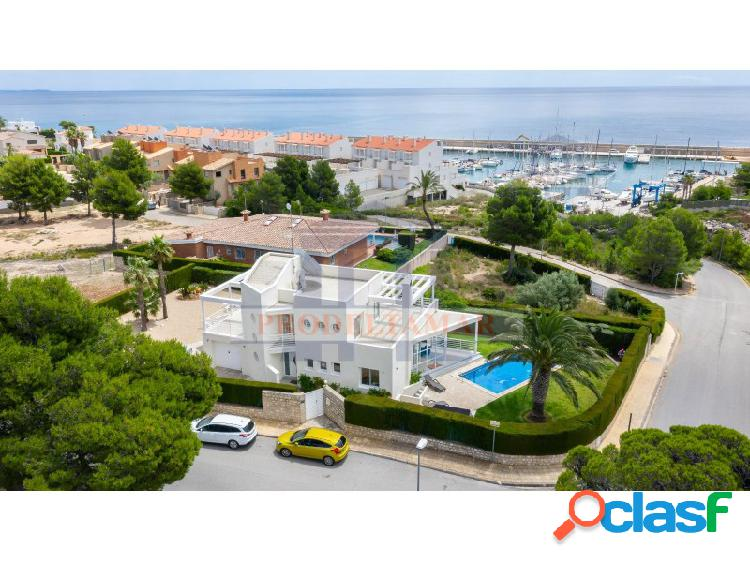 Villa de lujo en el puerto marítimo de calafat