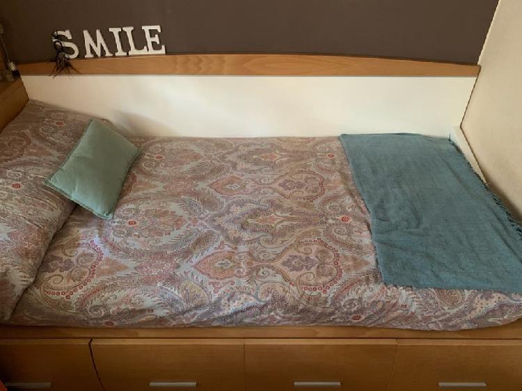 Cama con colchón de látex