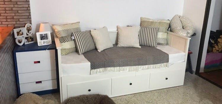 Cama/sofá diván con tres cajones de ikea