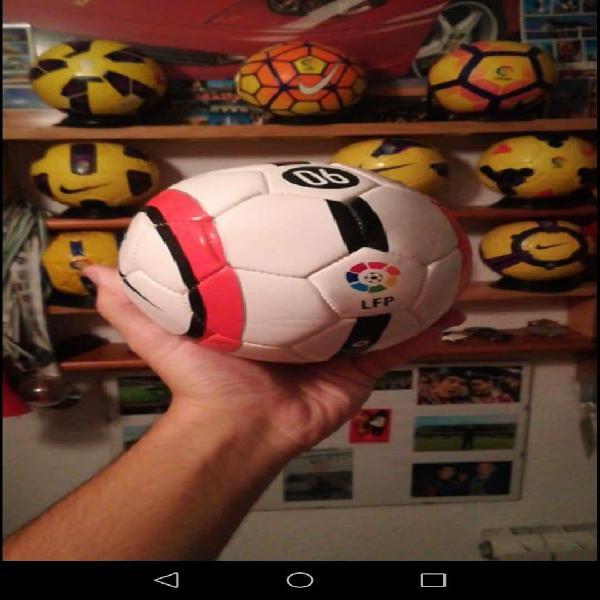 Coleccionista mini balón real madrid barcelona