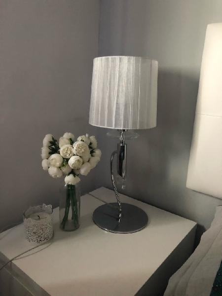 Lámpara de perlas brillante de mesa
