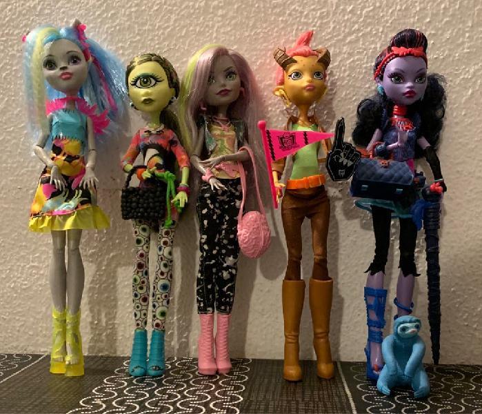 Selección de 5 muñecas monster high básicas.