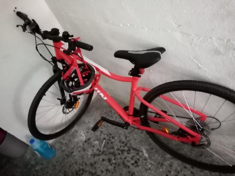 Bicicleta nueva un solo uso a extrenar cascoy bici
