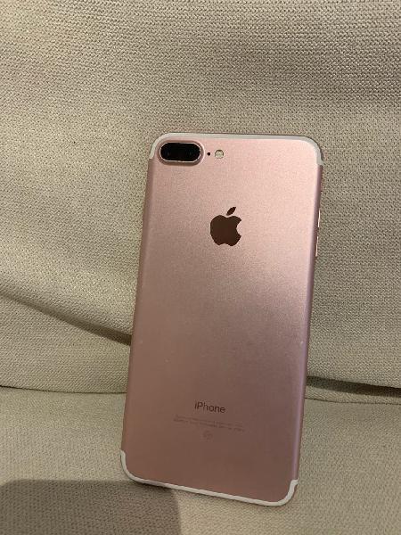 Iphone 7 plus 32gb, rosa dorado, cargador y cascos