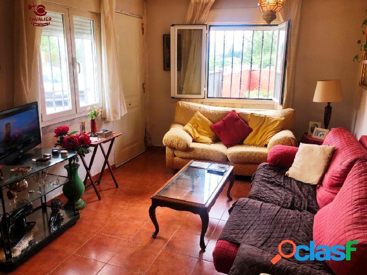 Piso 85m2 en planta baja con tres dormitorios y dos baños en el centro de Los Molinos. 1