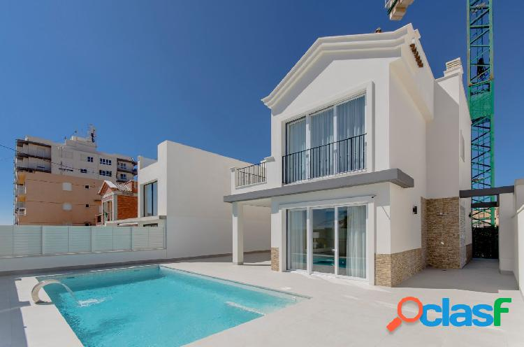 Villa de estilo mediterráneo con piscina privada a 50m del mar, Torrevieja, Costa Blanca 1