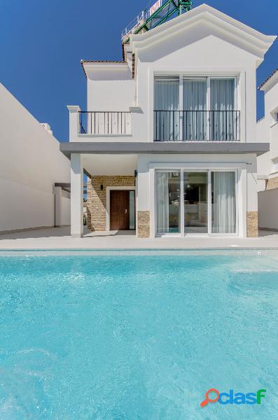 Villa de estilo mediterráneo con piscina privada a 50m del mar, Torrevieja, Costa Blanca 2