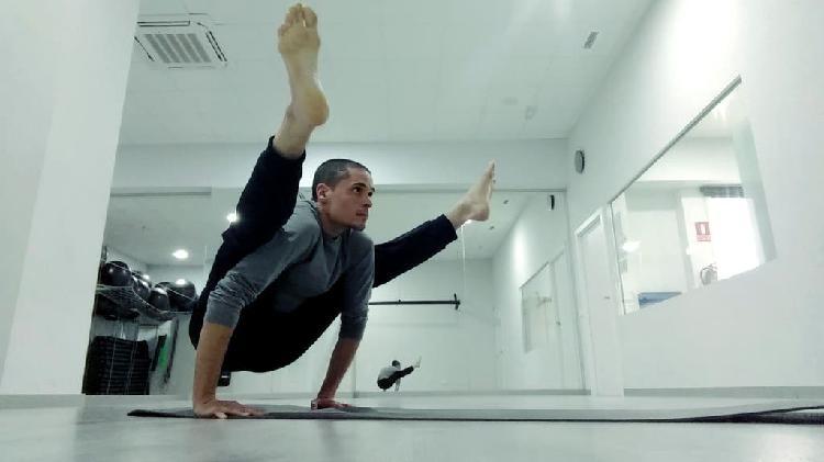 Practica yoga en casa.