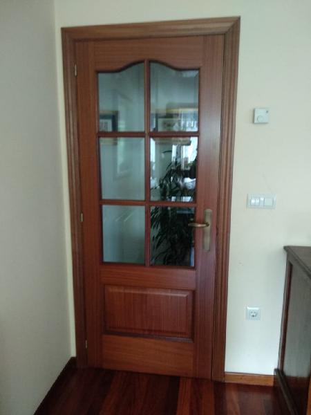 Puertas de madera maciza sin ningún uso