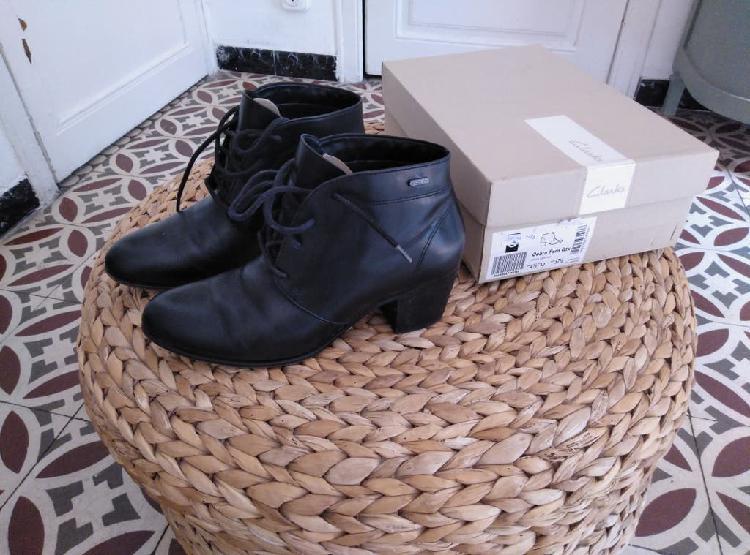 Zapatos piel clarks