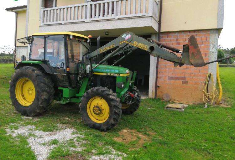 Venta de Tractor con pala John Deere 2250 en La Coruña