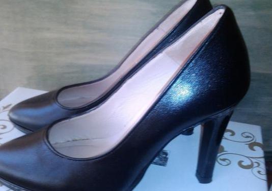 Zapatos de piel talla especial número 33