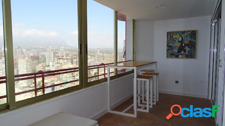 Apartamento reformado con calidad y vistas impresionantes al mar y Benidorm. 2