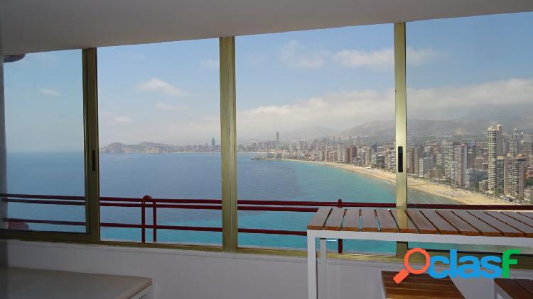 Apartamento reformado con calidad y vistas impresionantes al mar y Benidorm. 3