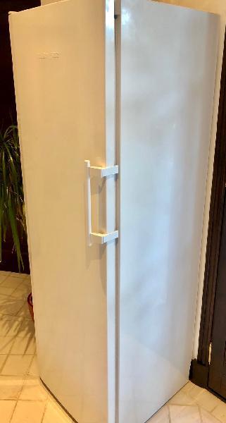 Congelador vertical liebherr acero