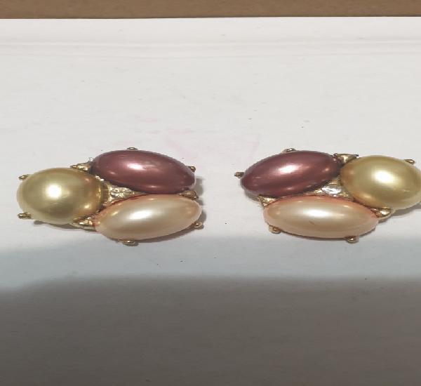 Exóticos pendientes de clip de perlas y circonias